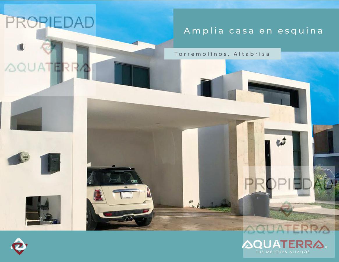 Casa en esquina en privada de Altabrisa