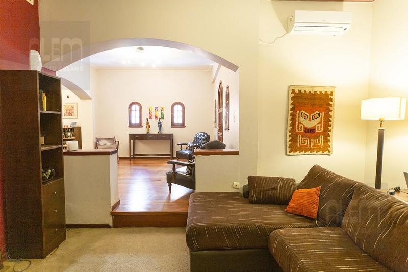 Foto Casa en Venta en  Lomas de Zamora Oeste,  Lomas De Zamora  Acevedo 524