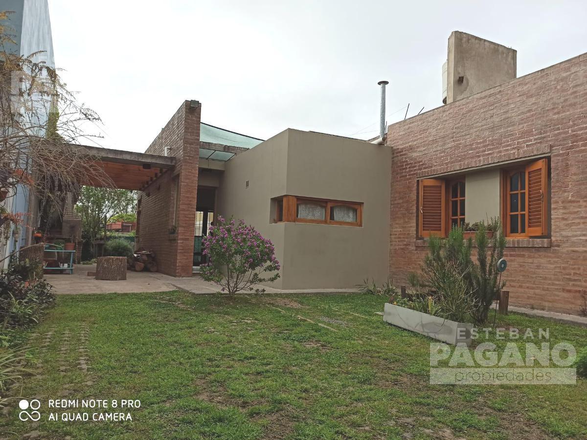 Foto Casa en Venta en  City Bell,  La Plata  457 entre 12 A y 12 B