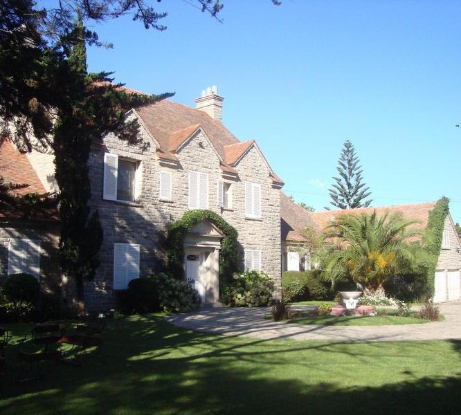 Foto Casa en Venta en  Los Troncos,  Mar Del Plata  Formosa 1300