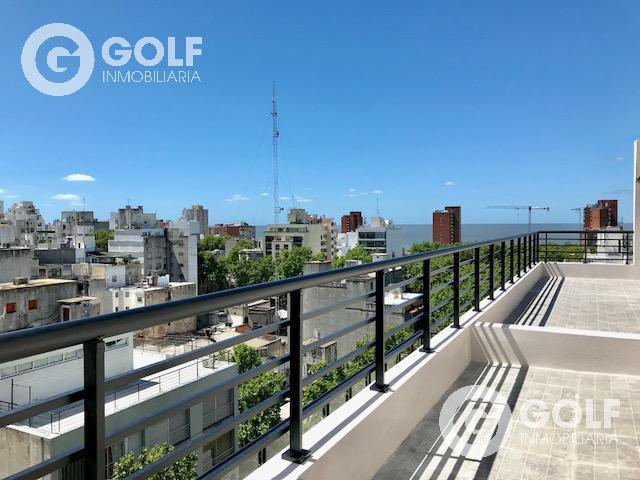 Foto Departamento en Alquiler en  Centro ,  Montevideo  A mts de principal avenida, próximo a la Rambla.