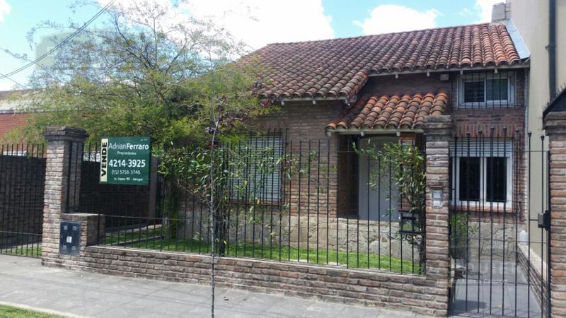 Foto Casa en Venta en  Adrogue,  Almirante Brown  RAMIREZ 1720