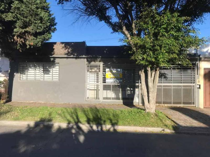 Foto Casa en Venta en  Quilmes,  Quilmes  383 3200