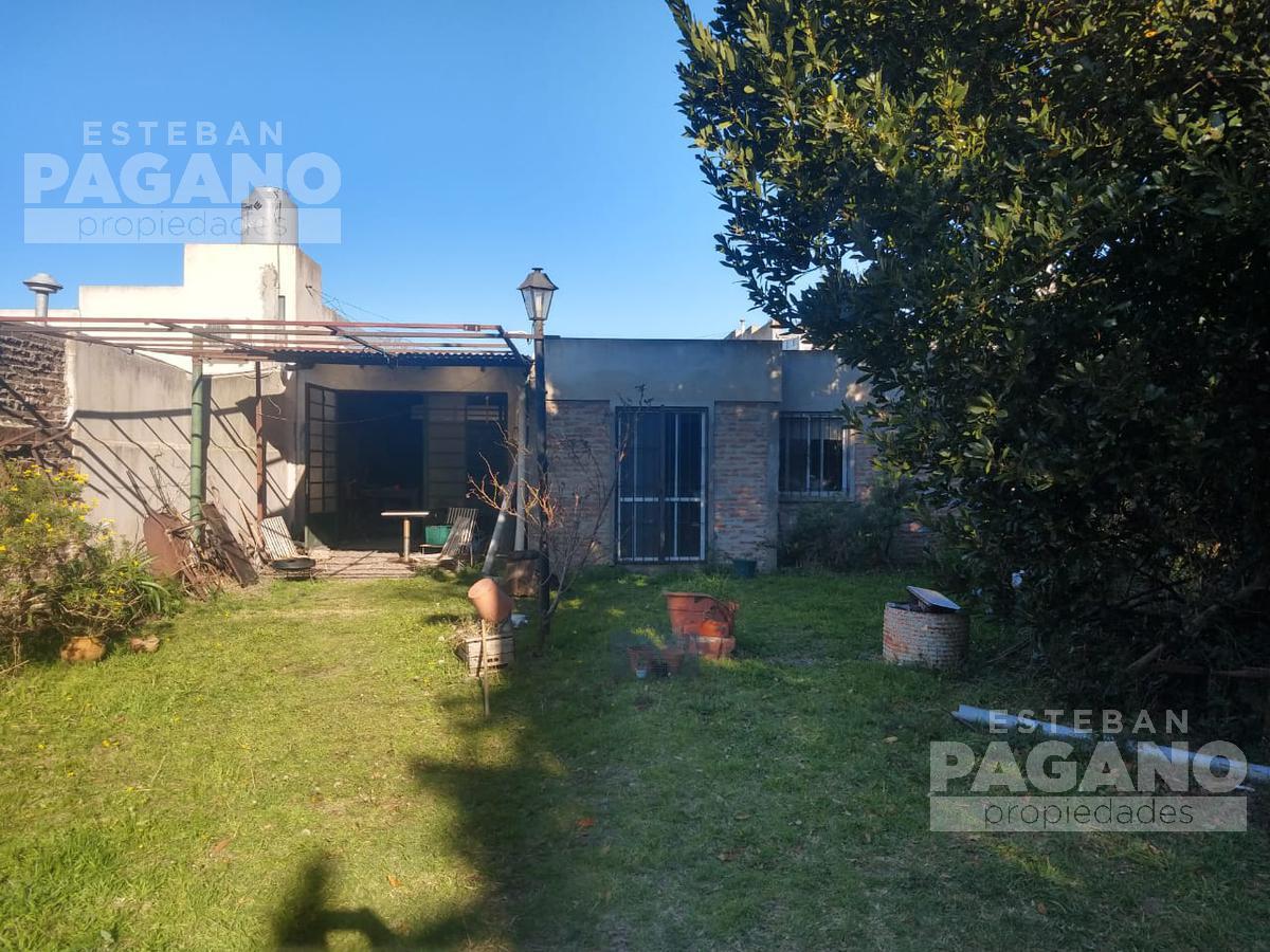 Foto Casa en Venta en  La Plata ,  G.B.A. Zona Sur          38 e 27 y 28 N° 1623