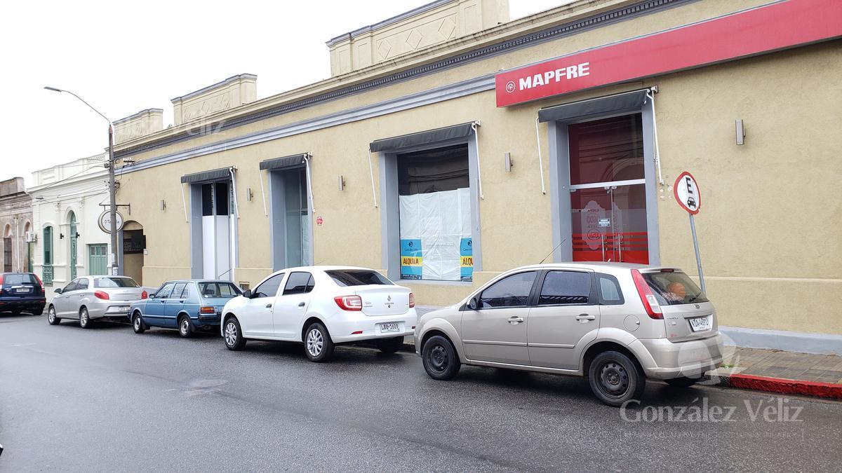 Foto Local en Alquiler en  Carmelo ,  Colonia  Uruguay entre Ignacio Barrios y Lavalleja - Frente a Los Ballas