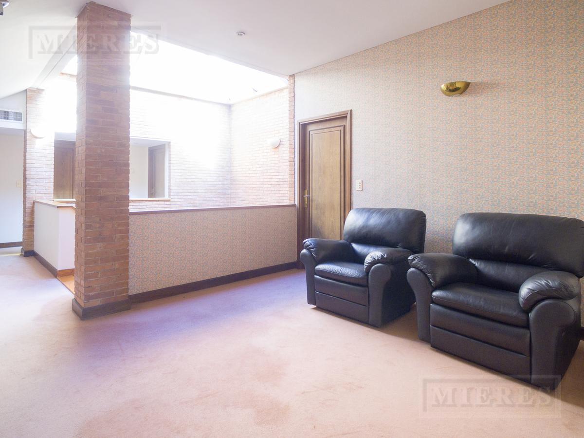 Mieres Propiedades - Importante casa en el Club Armenia