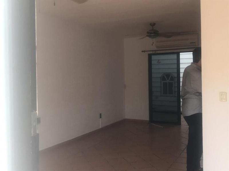 Foto Casa en Venta en  Quetzal Región 523,  Cancún  CASA EN EXCELENTE UBICACIÓN, EN PRIVADA Y PEQUEÑA PLAZA AFUERA