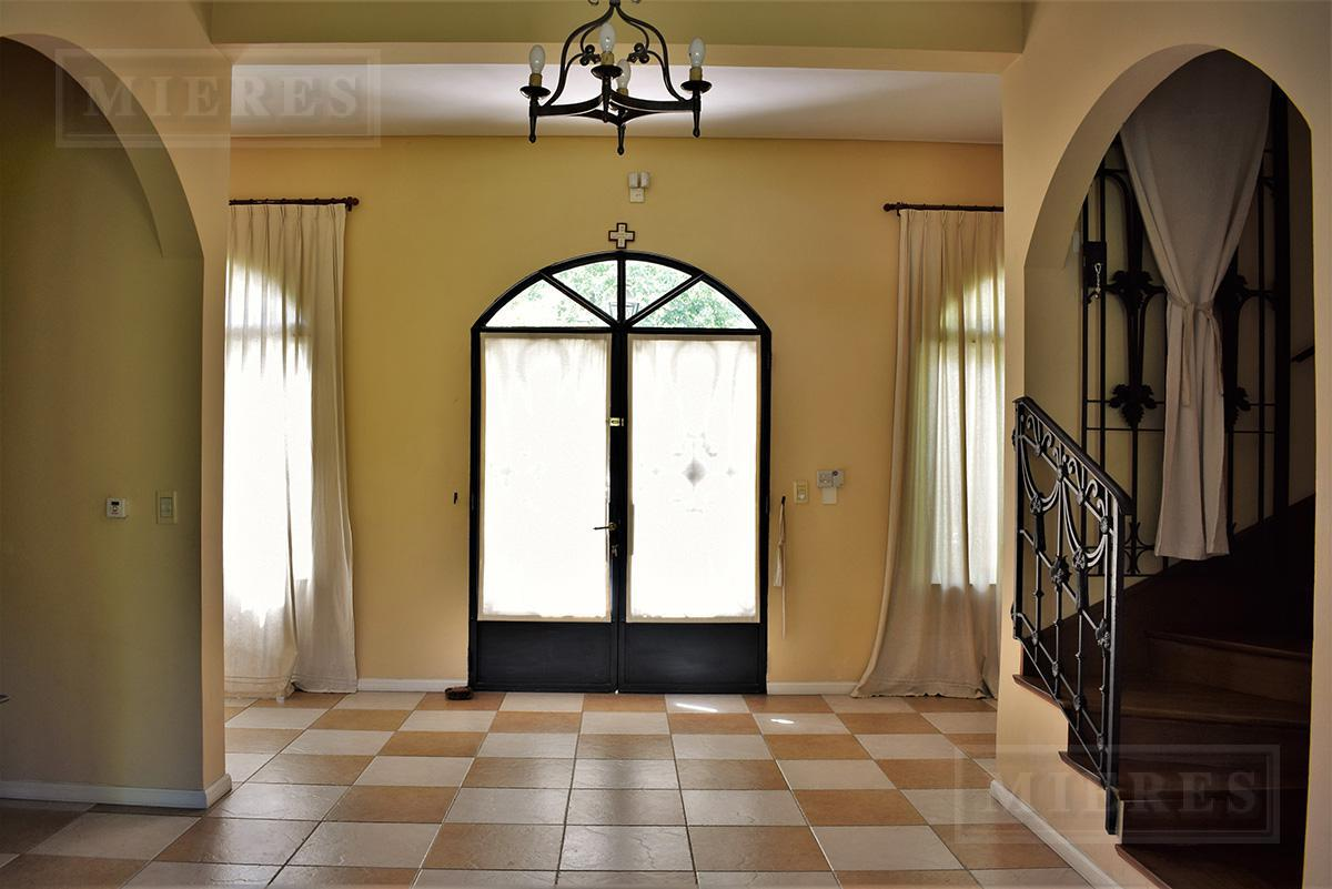Casa de 380 mts. en La Chacra