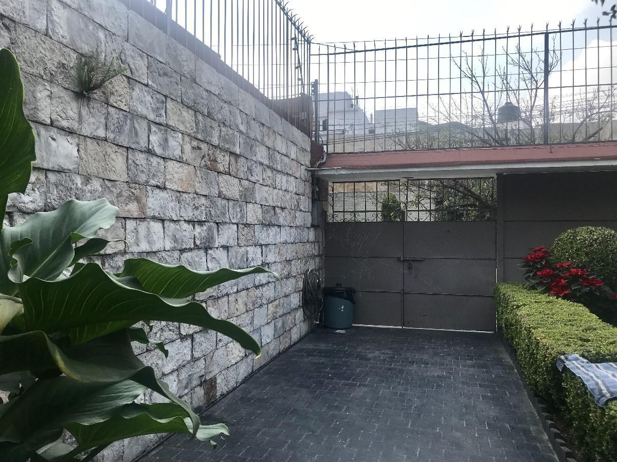 Foto Casa en Venta en  Lomas de Tecamachalco,  Naucalpan de Juárez  Fuente de Apolo casa de un nivel, en venta para actualizar (MC)