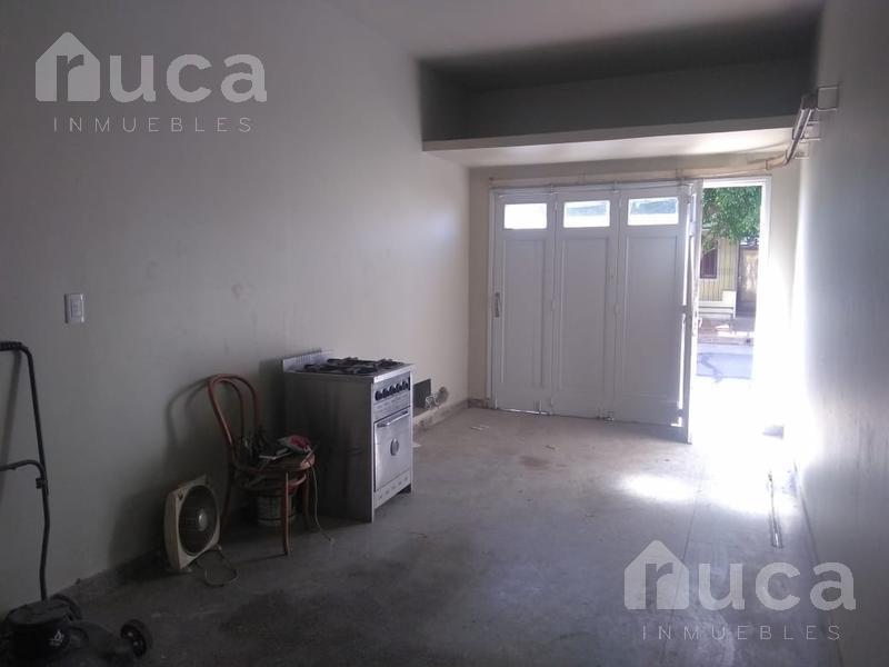 Foto Casa en Venta en  Munro,  Vicente Lopez  Amplia casa con Jardín  | Munro | José Hernandez al 4200
