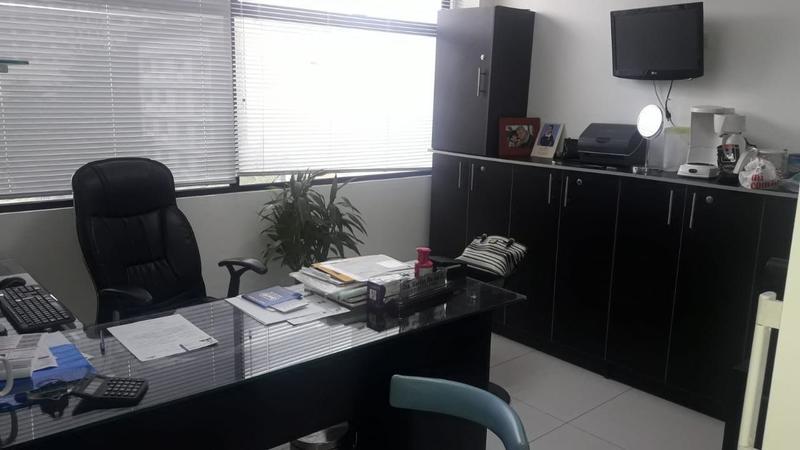 Foto Oficina en Venta en  Norte de Guayaquil,  Guayaquil  SE VENDE ELEGANTE OFICINA EN KENNEDY NORTE
