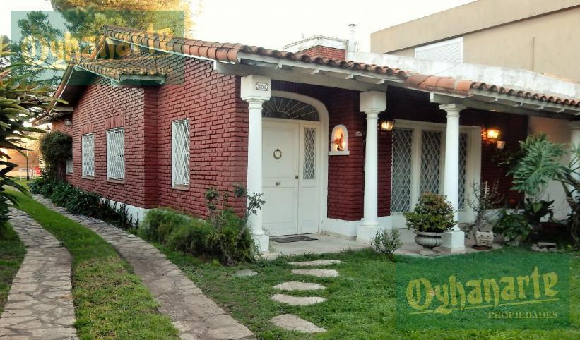 Foto Casa en Venta en  Castelar,  Moron  LARRALDE, CRISOLOGO entre RODRIGUEZ PEÑA y SAN PEDRO
