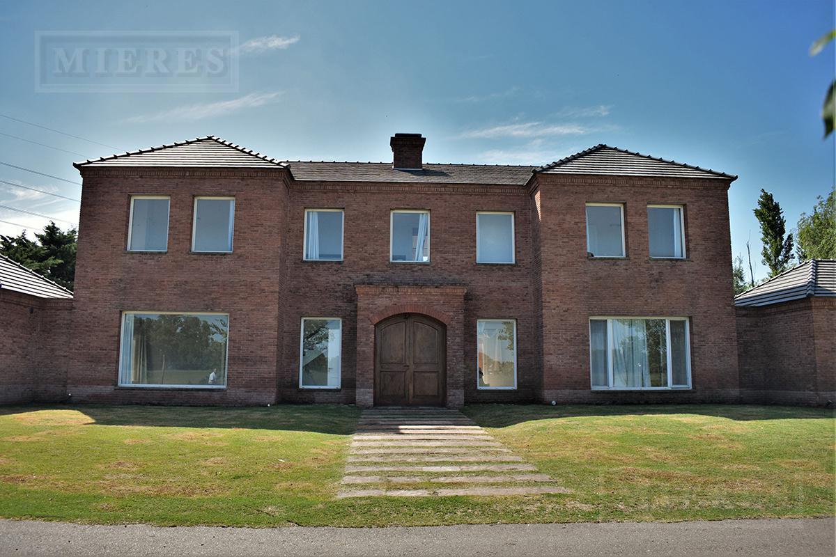 Importante casa de 450 mts en Martindale CC