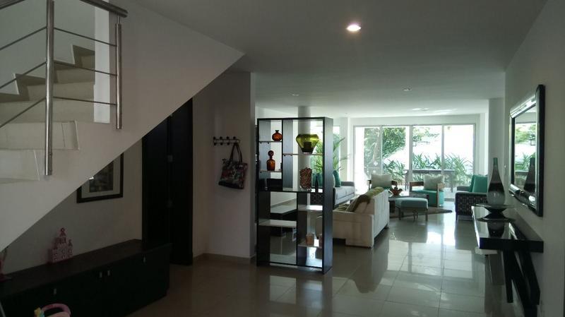 Foto Casa en Venta en  Samborondón,  Guayaquil  VENTA DE AMPLIA VILLA KM 4  VIA A SAMBORONDON