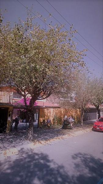 Foto Casa en Venta en  Las Arboledas,  Atizapán de Zaragoza  Av. Parque de los Pájaros.