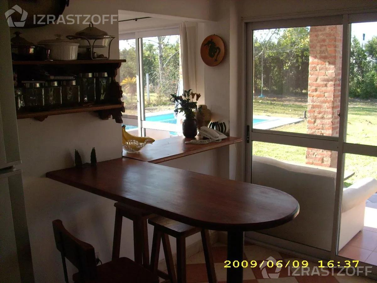 Casa-Venta-Alquiler-Acacias Blancas-Muy linda casa en Barrio Cerrado Acacias Blancas