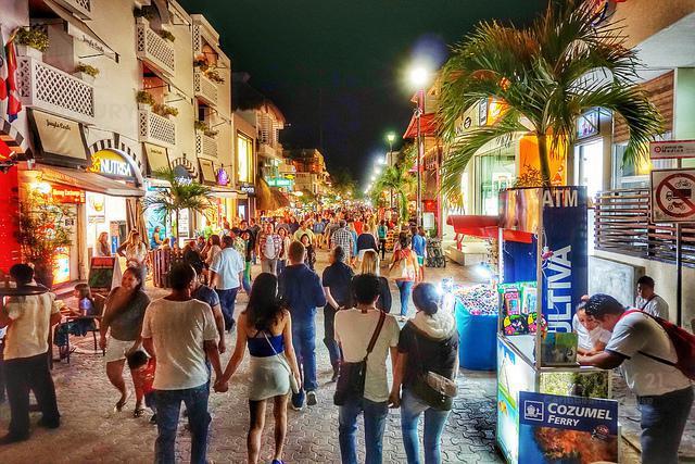 Foto Local en Renta en  Playa del Carmen ,  Quintana Roo  Se renta local de 40 m2 en 5ta Avenida Playa Del Carmen P3132