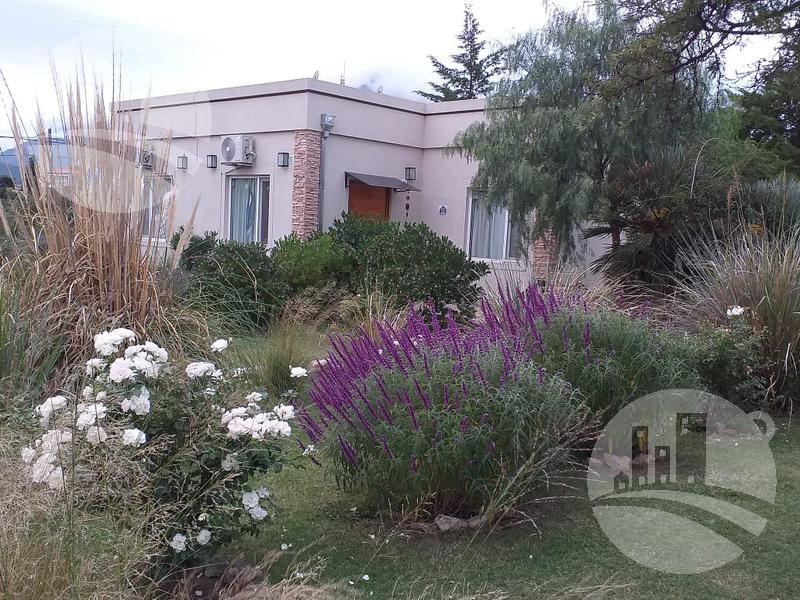 Foto Hotel en Venta en  Capilla Del Monte,  Punilla  Complejo de 5 cabañas 2*