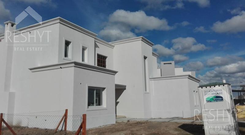 Foto Casa en Venta en  Ceibos,  Puertos del Lago  BARRIO CEIBOS - PUERTOS DEL LAGO - ESCOBAR