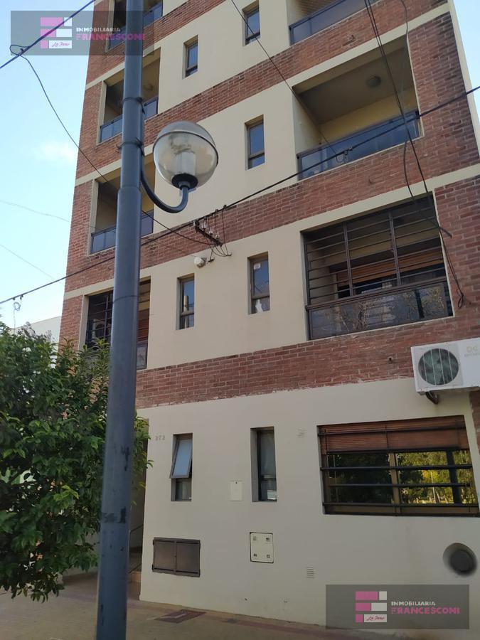 Foto Departamento en Alquiler en  La Plata,  La Plata  24 37 y 38