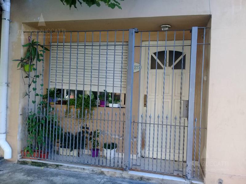 Foto Casa en Venta en  Banfield Este,  Banfield  Levalle 822