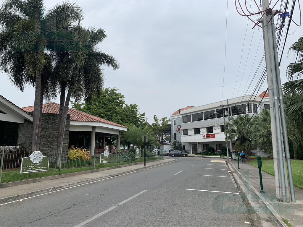 Foto Terreno en Venta en  Samborondón,  Guayaquil  VENTA DE TERRENO COMERCIAL VIA SAMBORONDON KM 2.5