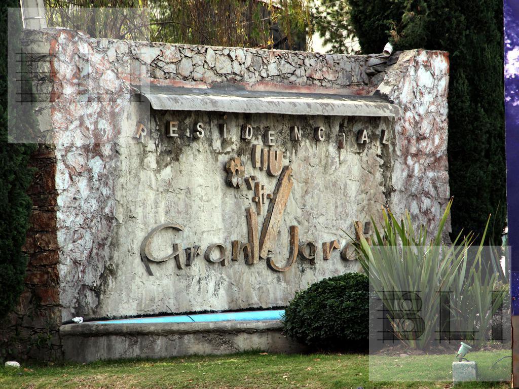 Foto Casa en Venta en  León ,  Guanajuato  gran jardin