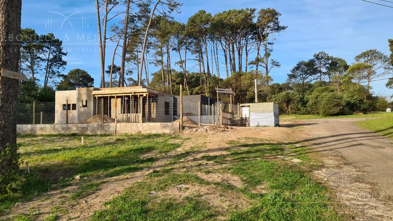 Foto Casa en Venta en  Barrio Country,  Piriápolis  Avda Central Country