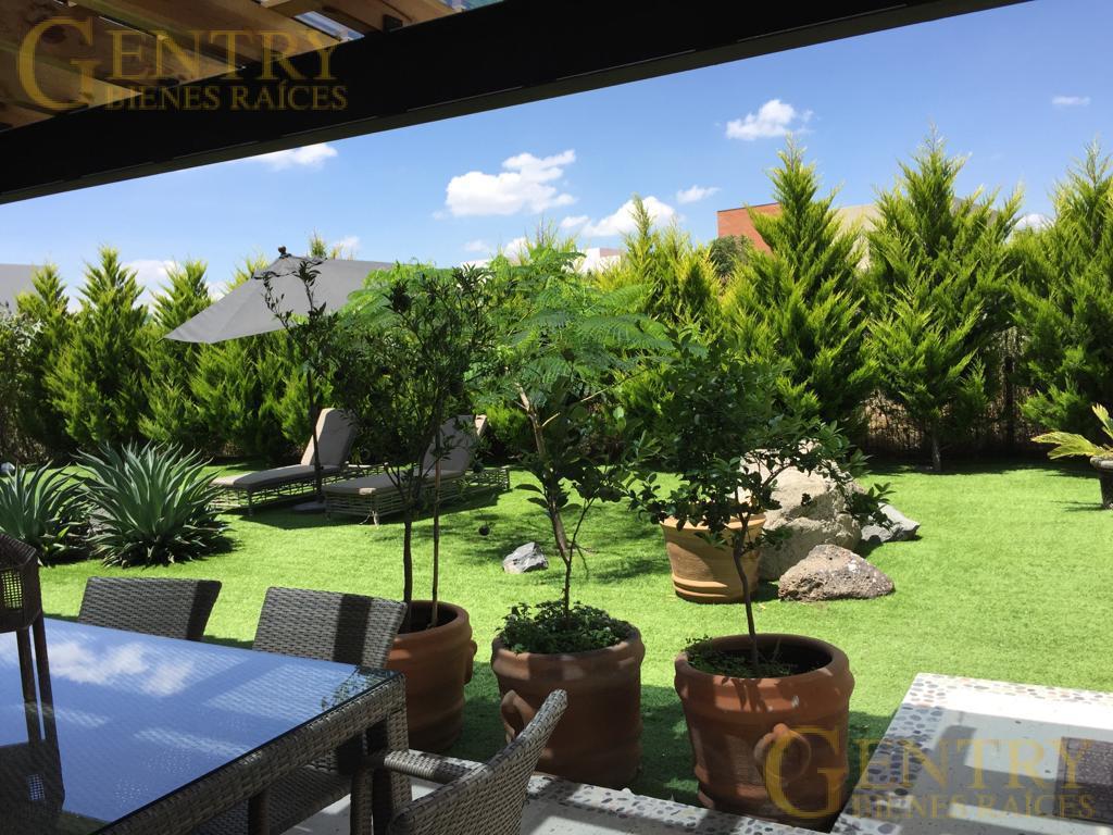 Foto Casa en Venta en  Fraccionamiento El Campanario,  Querétaro  Residencia en Venta Frente al Parque