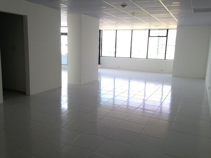Foto Oficina en Alquiler en  Norte de Guayaquil,  Guayaquil  ALQUILO OFICINA CON BALCÓN EN LA AV. MIGUEL H. ALCIVAR