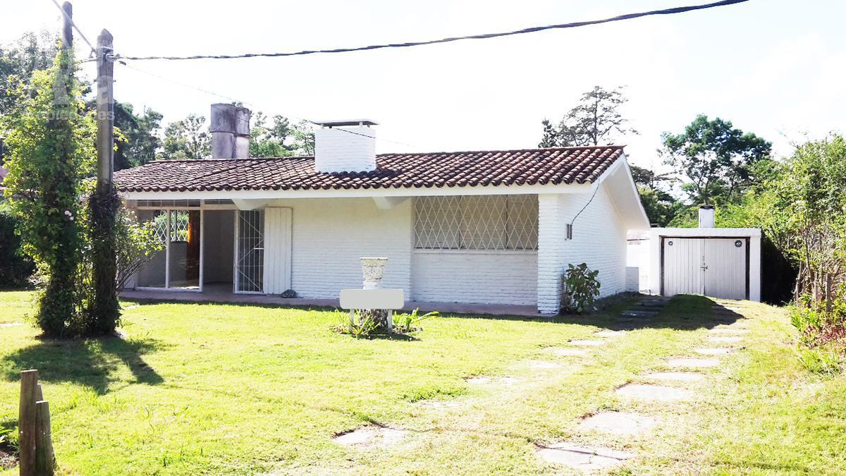 Foto Casa en Venta | Alquiler en  Golf,  Punta del Este  Casa en venta Calle Russeau Punta del Este