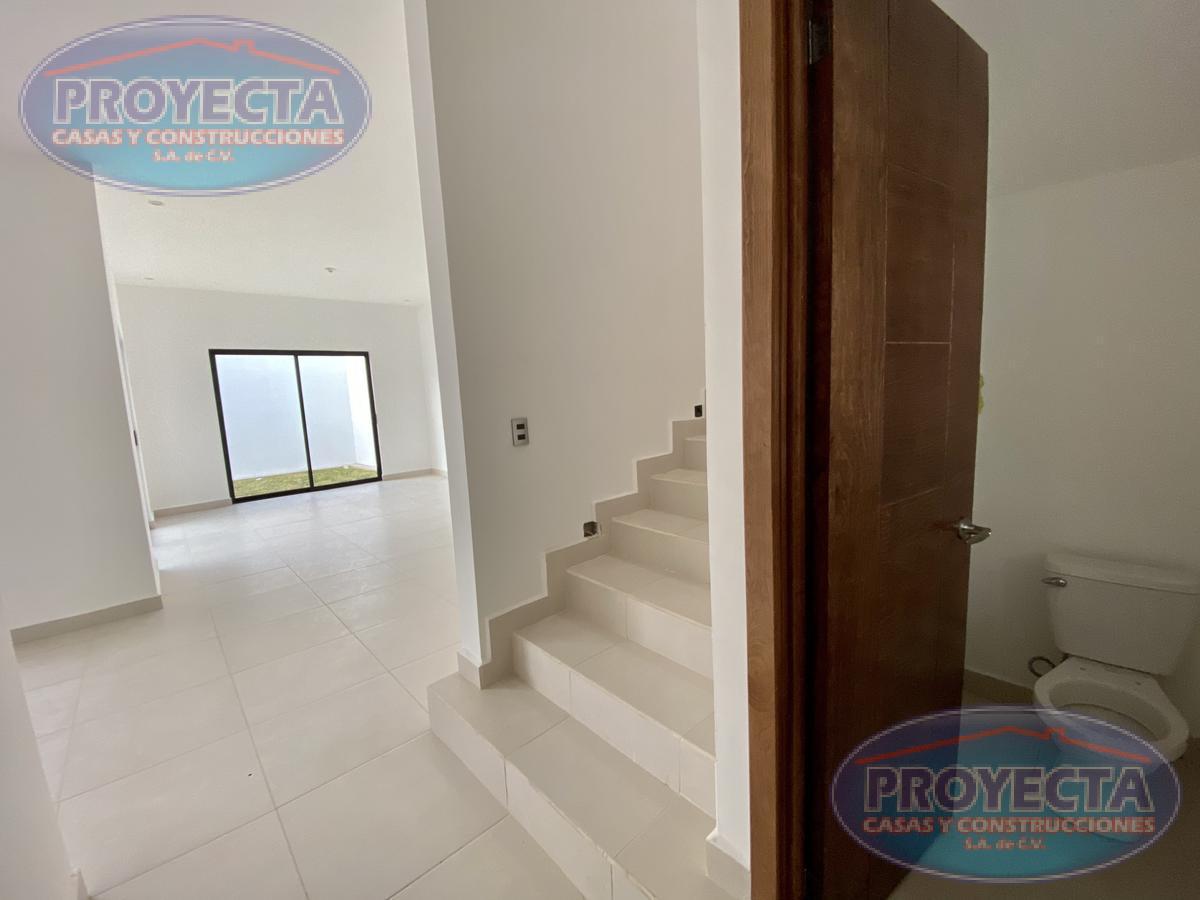 Foto Casa en Venta en  Lomas del Sahuatoba,  Durango  CASA EN FRACCIONAMIENTO PRIVADO CERCA DEL PARQUE GUADIANA