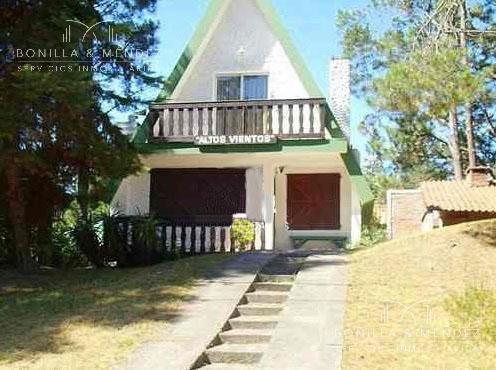 Foto Casa en Alquiler temporario en  Los Angeles,  Piriápolis  Casa en venta en muy lindo entorno calle 4