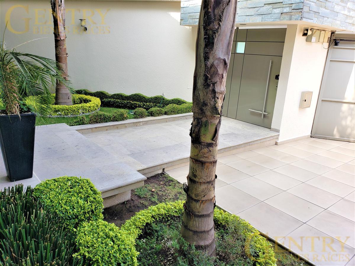 Foto Casa en Venta en  Jardines en la Montaña,  Tlalpan  CASA EN VENTA FRENTE AL PARQUE EN JARDINES EN LA MONTAÑA