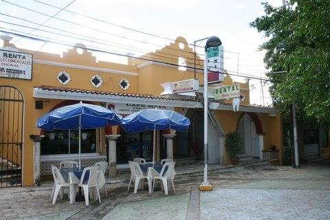 Cancún Centro Commercial Building for Sale scene image 0