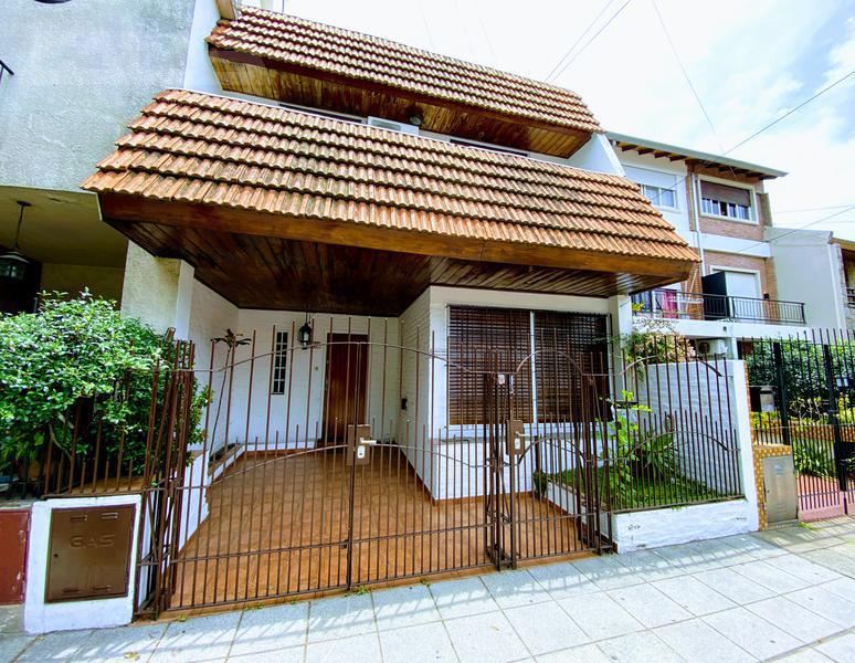 Foto Casa en Venta en  V.Sarmiento,  Haedo  Vicente Casares al 600