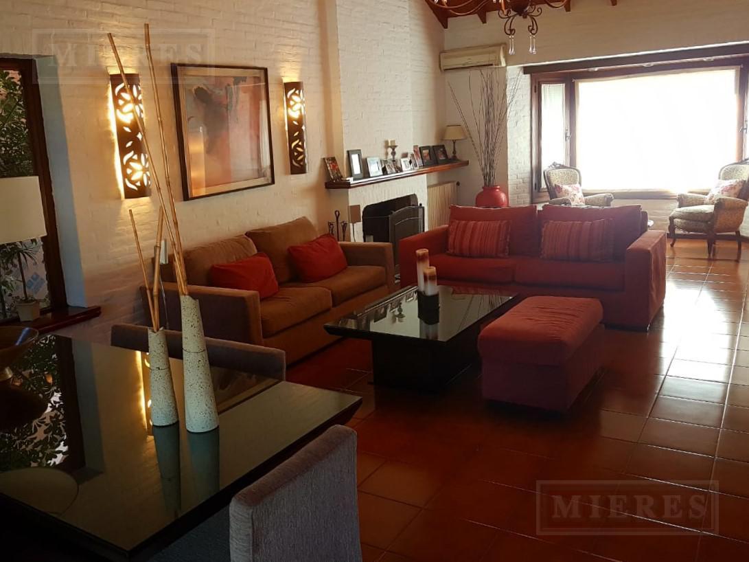 Mieres Propiedades - Casa de 280 mts en Village Golf and Tennis