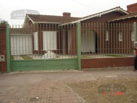 Foto Casa en Venta | Alquiler en  Adrogue,  Almirante Brown  AV. ESPORA 1161