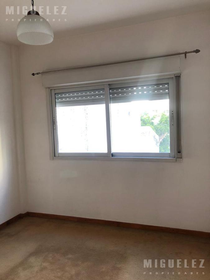 Foto Departamento en Venta en  Banfield,  Lomas De Zamora   Av. Alsina 551 2°B