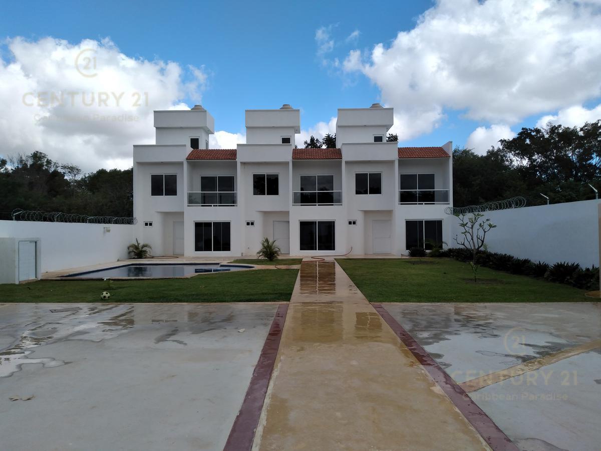 Foto Casa en Venta en  Benito Juárez ,  Quintana Roo  Conjunto de casas en   venta cancun a una cuadra de  av huayacan C2747