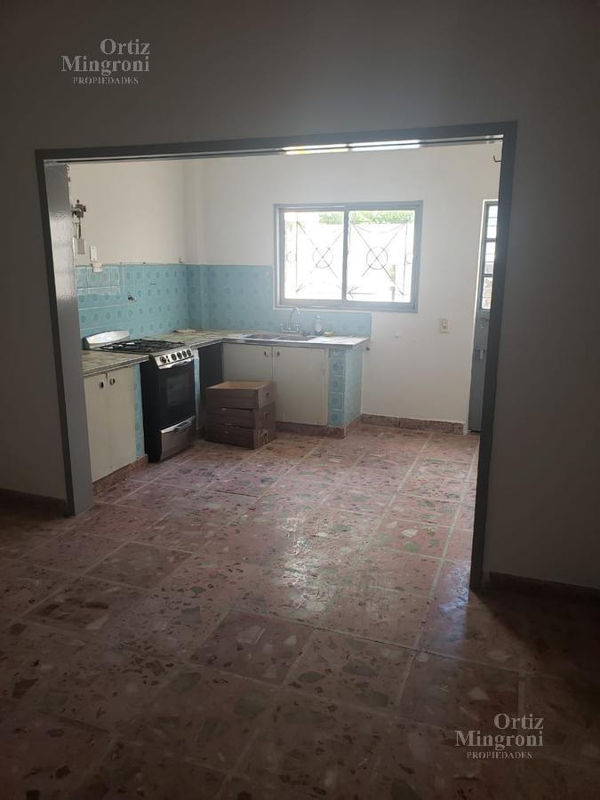 Foto Casa en Alquiler en  Lomas De Zamora ,  G.B.A. Zona Sur          Frias al 300  PB