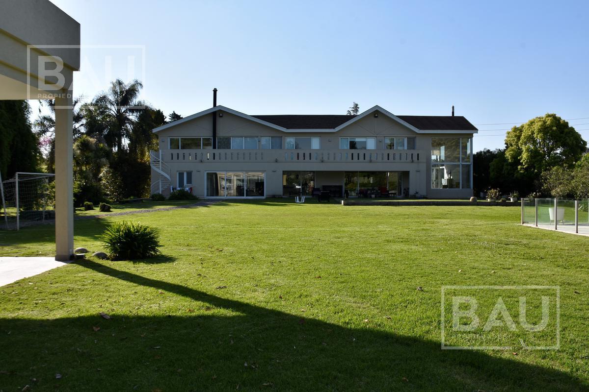 Foto Casa en Venta en  San Diego C.C,  Countries/B.Cerrado (Moreno)  Impecable Propiedad Racionalista en ubicación central