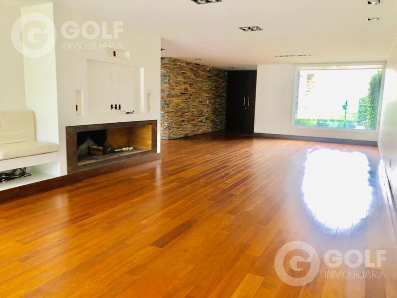Foto Casa en Venta en  Carrasco ,  Montevideo  Casa minimalista, 3 dormitorios, piscina