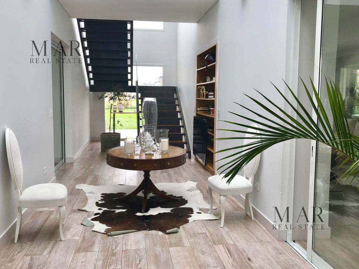 Imponente casa estilo moderno