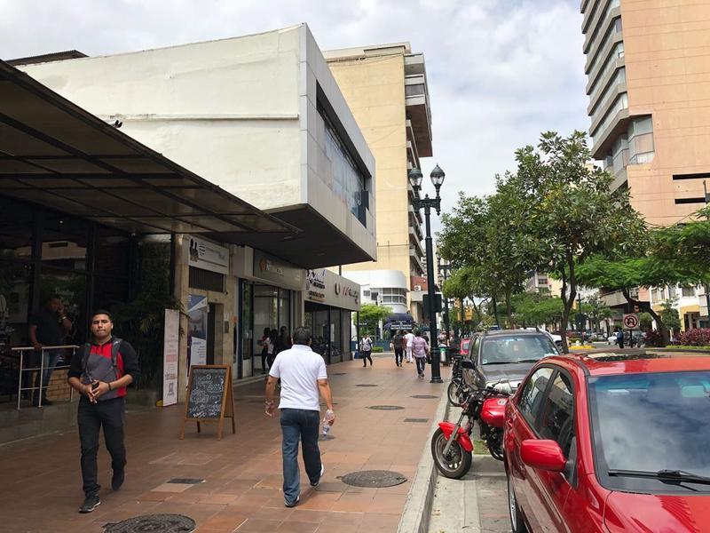 Foto Local en Venta en  Centro de Guayaquil,  Guayaquil  SE VENDE PROPIEDAD COMERCIAL EN PLENA AVENIDA 9 DE OCTUBRE