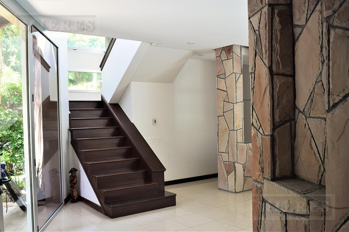 Mieres Propiedades - Casa de 410 mts. en Ayres de Pilar
