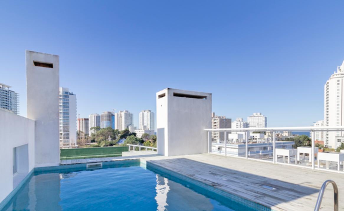 Foto Departamento en Alquiler temporario en  Playa Brava,  Punta del Este  2 dormitorios, 2 baños, a metros de Playa brava - Cochera + Losa radiante!