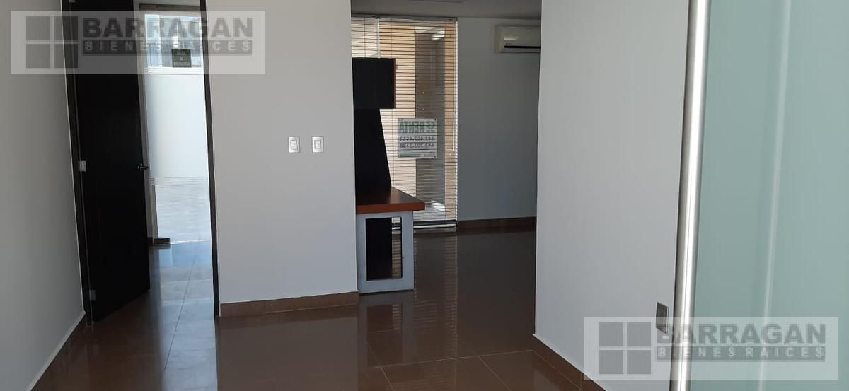 Foto Oficina en Renta en  Fraccionamiento El Campanario,  Querétaro  Oficina en renta Plaza 99 El Campanario Querétaro