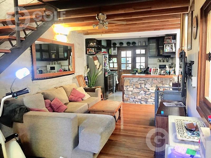Foto Casa en Venta en  Parque Rodó ,  Montevideo  HERMOSA CASA DÚPLEX   TOTALMENTE RECICLADA !