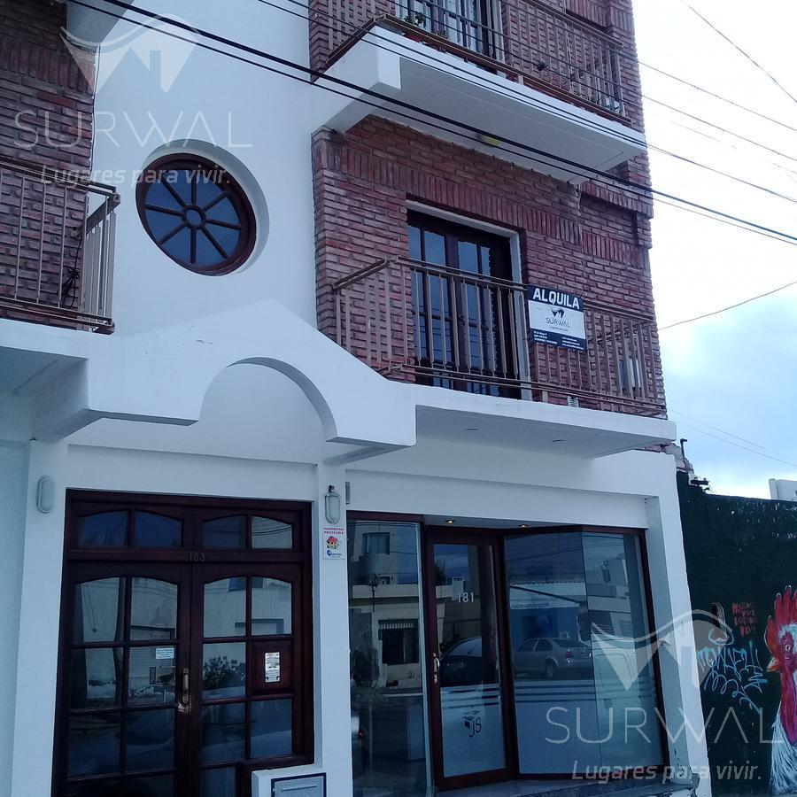 Foto Departamento en Alquiler en  Puerto Madryn,  Biedma  Estivariz al 100
